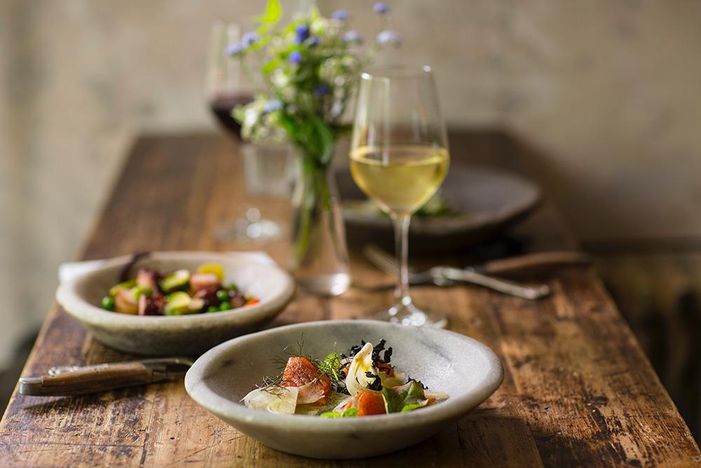 Maridaje de vinos blancos y ensaladas