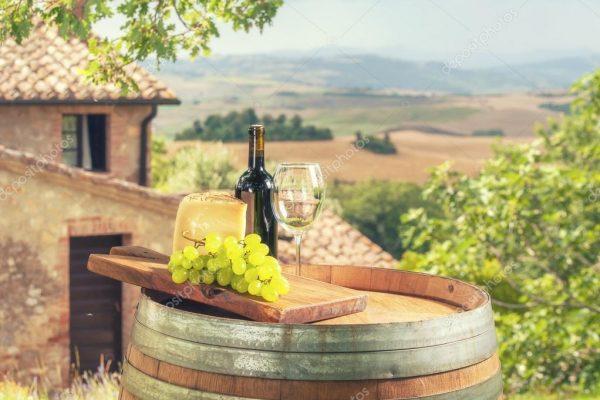 La crianza del vino es un proceso de envejecimiento de cierta duración, donde el vino evoluciona, modifica y mejora sus características.